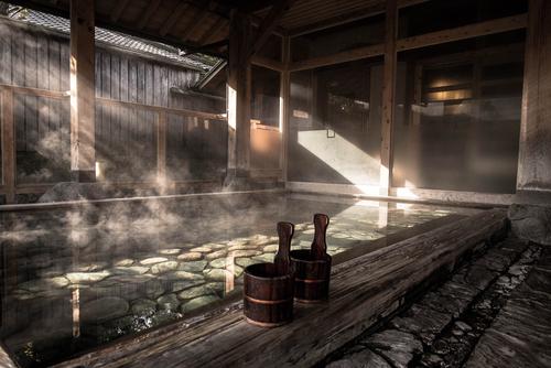 El concepto abierto del baño estilo japonés